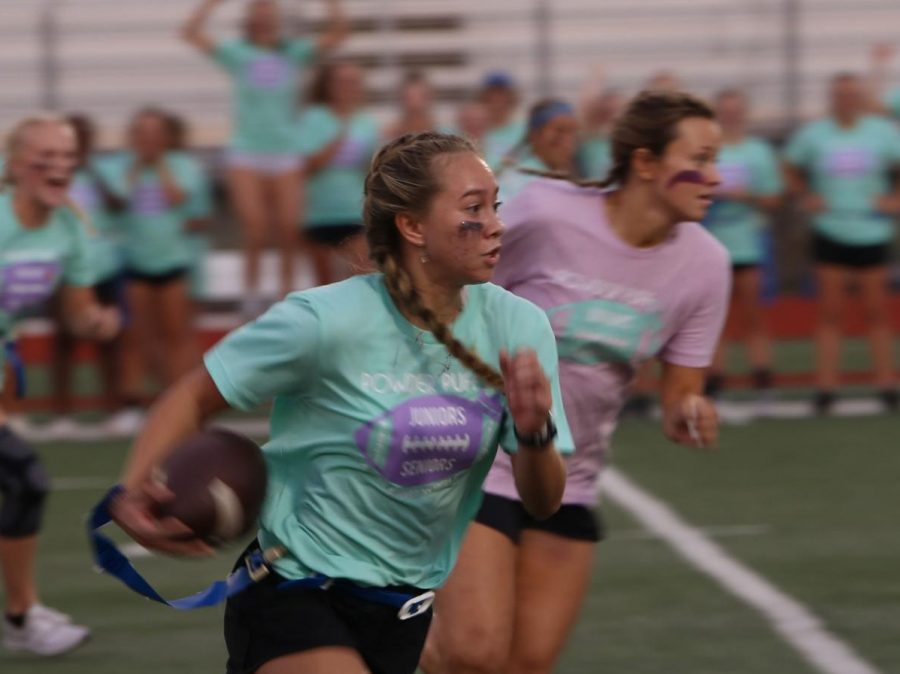 Juniors Win Powder Puff Game After Weeks of Practice